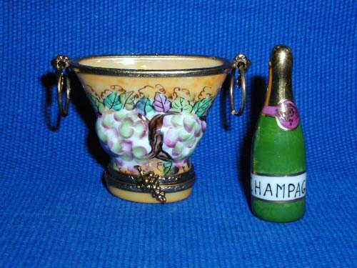 CHAMPAGNE BUCKET W/GRAPES